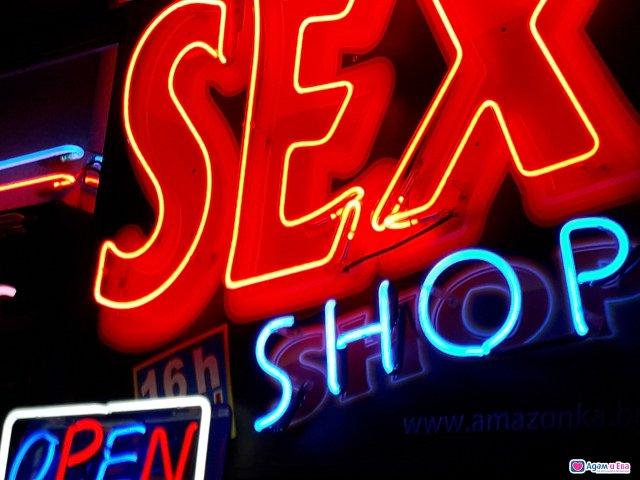 Секс магазин в Студентски Град до входа на Фантастико зад Вивако, снимка 11