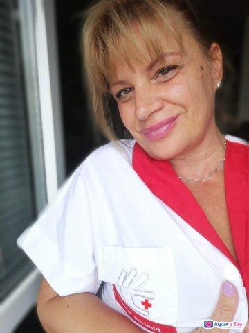 Чаровна и палава медицинска сестра, снимка 8