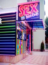 Секс магазин в Студентски Град до входа на Фантастико зад Вивако